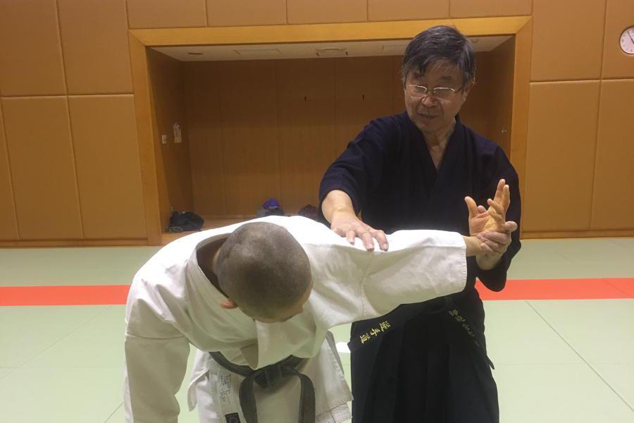 【Series of Jujutsu's KUDEN (口伝)】No4 Sotomaki Nuki (外巻き抜き)