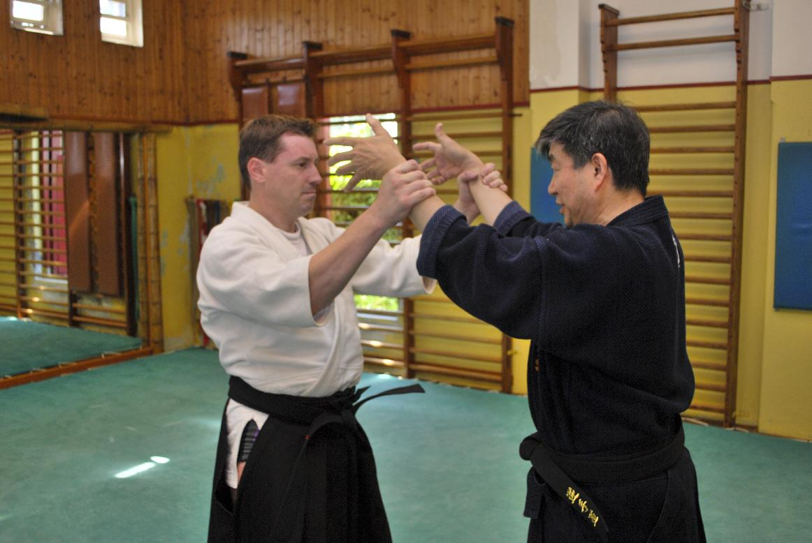 【Series of Jujutsu's KUDEN (口伝)】No5 Ryote Tori Kote Fudo  (両手取り小手不動):  Two-Hand Grab Wrist Control