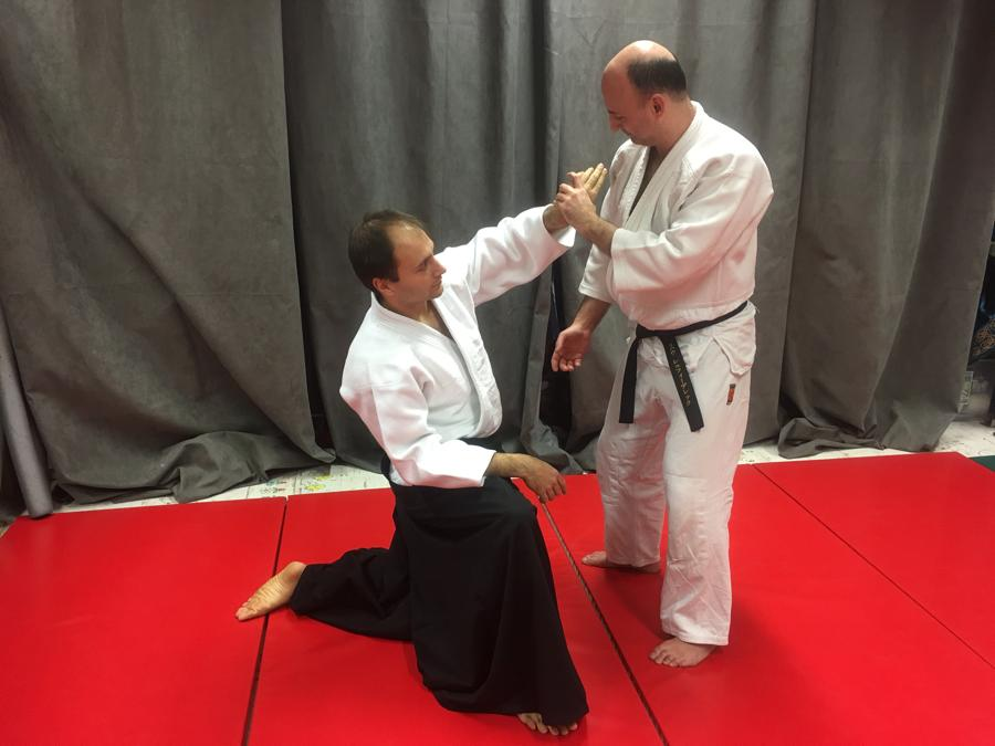 【Series of Jujutsu's KUDEN (口伝)】No7 Releasing the shoulder as a mean to escape from Gyakute Tori (逆手取り)