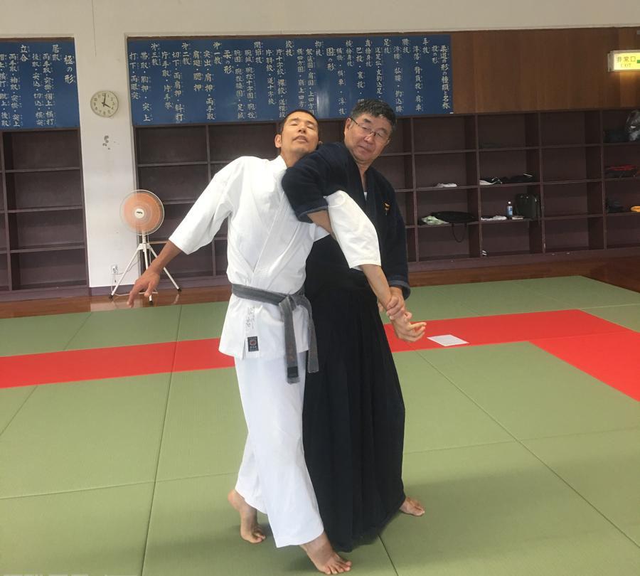 【Series of Jujutsu's KUDEN (口伝)】No3  Ude Sankaku Seme Renko or Hichiri Hiki (腕三角責め連行、七里引き)